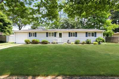 Ronkonkoma Single Family Home For Sale: 5 Windham Ln