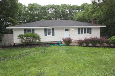 Manorville Single Family Home For Sale: 132 Head Of The Neck Rd