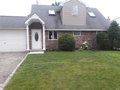 Levittown Single Family Home For Sale: 35 Chickadee Ln