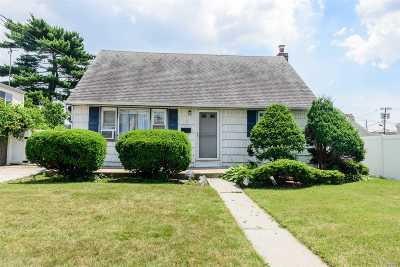 Bethpage Single Family Home For Sale: 35 Moore Dr