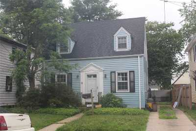 Hicksville Single Family Home For Sale: 13 Fountain St