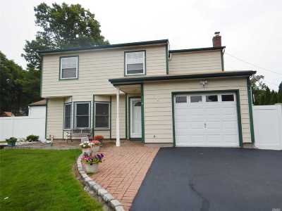 Ronkonkoma Single Family Home For Sale: 255 Mohican Ave