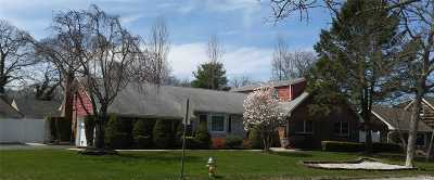 East Islip Single Family Home For Sale: 76 Bayview Ave