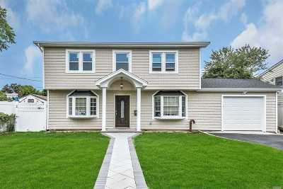 Levittown Single Family Home For Sale: 22 Bellows Ln
