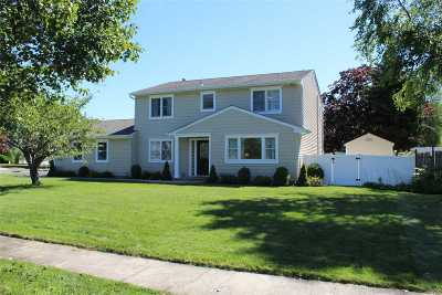 Sayville Single Family Home For Sale: 79 Palmer Dr