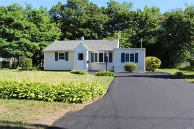 West Islip NY Single Family Home For Sale: $359,000