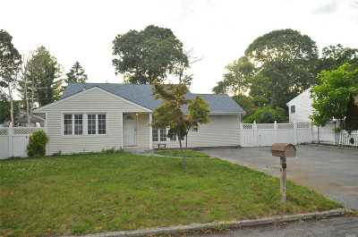 Selden Single Family Home For Sale: 6 Newtown Ave