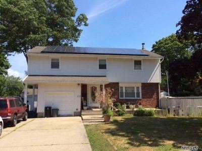 East Islip Single Family Home For Sale: 117 Fawn Dr