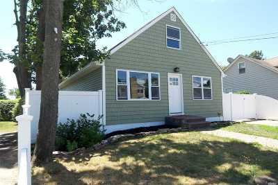 Islip Single Family Home For Sale: 54 Richard Ave