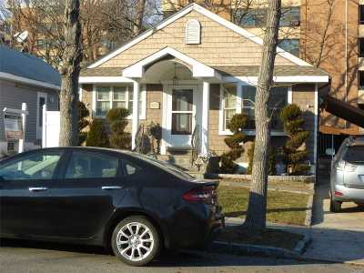 Whitestone NY Single Family Home For Sale: $968,000