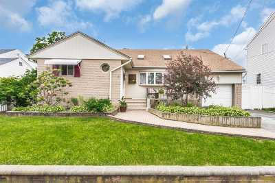 Freeport Single Family Home For Sale: 408 Nassau Ave
