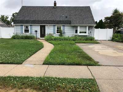 Levittown Single Family Home For Sale: 5 Valley Rd