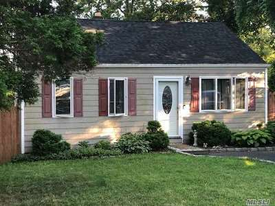 Farmingville Single Family Home For Sale: 26 Dogwood Ave