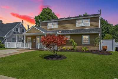 Levittown Single Family Home For Sale: 5 Skimmer Ln