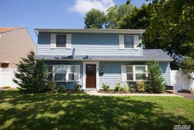 Levittown Single Family Home For Sale: 8 Cove Ln
