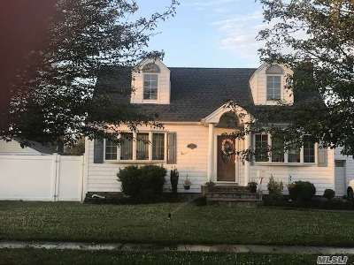 Levittown Single Family Home For Sale: 3568 Mallard Rd