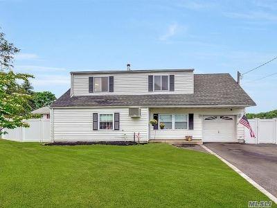 Selden Single Family Home For Sale: 47 Manhasset Ave