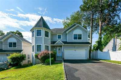 Huntington Single Family Home For Sale: 1 Mather Ct