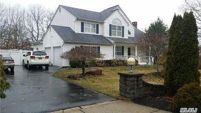 Manorville Single Family Home For Sale: 2 Scott Ln