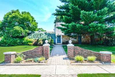Roslyn Heights Single Family Home For Sale: 2 Sherwood Ln