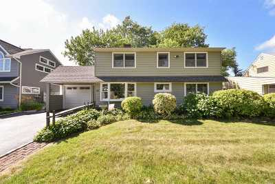 Westbury Single Family Home For Sale: 20 Polo Ln