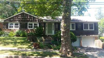 Huntington Single Family Home For Sale: 8 Village Dr