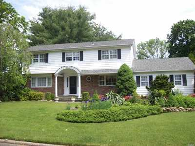 Smithtown Single Family Home For Sale: 5 Woodhollow Rd