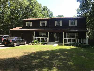 Manorville Single Family Home For Sale: 6 Clare Ct