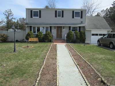 Central Islip  Single Family Home For Sale: 7 Birchgrove Dr
