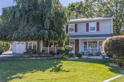 Holbrook Single Family Home For Sale: 16 Royal Oak Ct