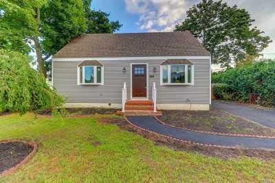 Levittown Single Family Home For Sale: 3708 Lark St