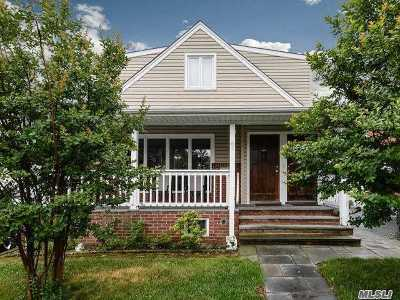 Westbury Single Family Home For Sale: 68 Lenox Ave