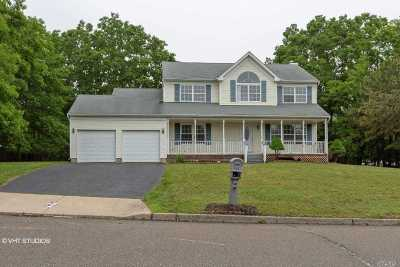 Farmingville Single Family Home For Sale: 3 Sachem Ct