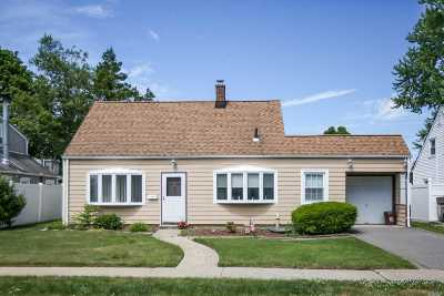 Levittown Single Family Home For Sale: 16 Saddle Ln