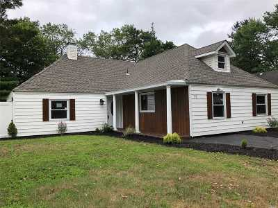 Islandia Single Family Home For Sale: 71 Split Cedar Dr