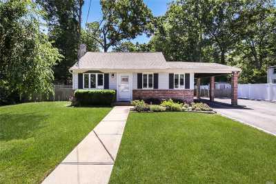 Huntington Single Family Home For Sale: 46 Reynolds St
