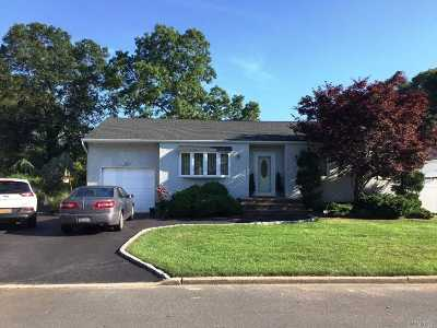 Islip Single Family Home For Sale: 20 43rd St