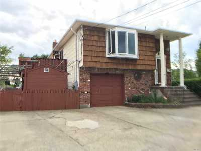 Lynbrook Single Family Home For Sale: 16 Hutcheson Pl