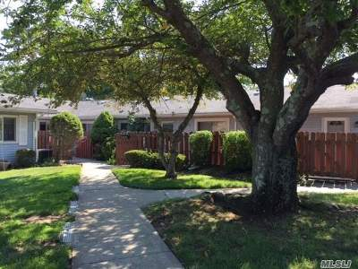 Holtsville Condo/Townhouse For Sale: 270 Storm Dr