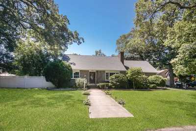 Oceanside Single Family Home For Sale: 290 Foxhurst Rd