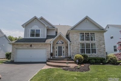 Holtsville Single Family Home For Sale: 6 Marigold Ct
