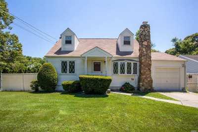 Farmingville Single Family Home For Sale: 51 Leeds Blvd