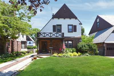 Mineola Single Family Home For Sale: 48 Croyden Rd