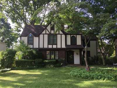 Port Washington Single Family Home For Sale: 50 Summit Rd