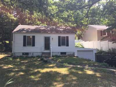 Smithtown Single Family Home For Sale: 647 Meadow Rd