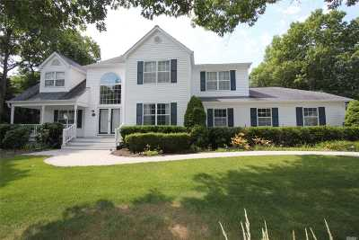 Manorville Single Family Home For Sale: 19 Scott Ln