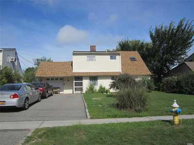 Levittown Single Family Home For Sale: 242 Wantagh Ave