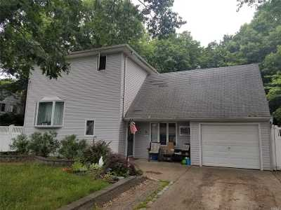 Selden Single Family Home For Sale: 5 Comet Rd