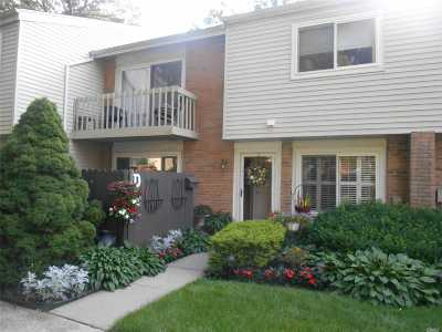 Holbrook Condo/Townhouse For Sale: 223 Springmeadow Dr #D