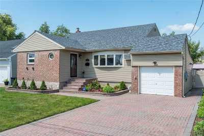 Freeport Single Family Home For Sale: 372 Nassau Ave